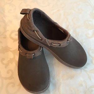 SUPER CUTE brown mule crocs